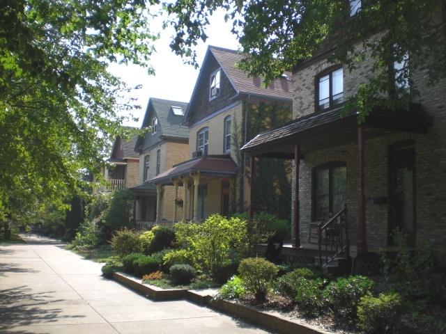 Modern Day Milwaukee Avenue circa 2007 (photo by Kate Madson)